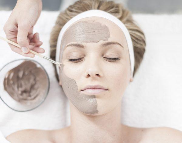 Maske od gline za lice su super, a evo i zašto…