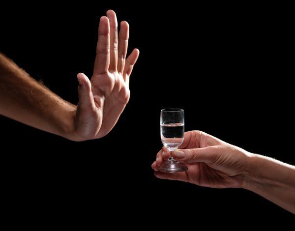 SZO upozorava da konzumiranje alkohola ne štiti od koronavirusa