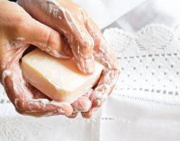 Koji sapun je bolji – tekući ili tvrdi? I zašto nam ne treba antibakterijski…