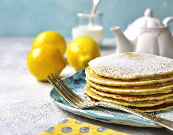 Palačinke s grčkim jogurtom, limunom i makom