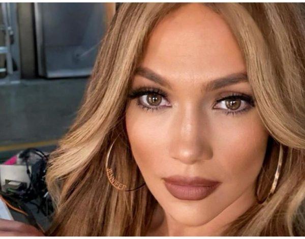 """Hit frizura iz 90-ih ponovo je """"in"""" i nije joj odoljela ni J. Lo"""