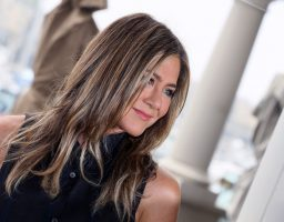 Jennifer Aniston objavila svoj goli portret i to s dobrim razlogom!