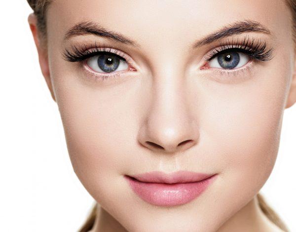 Uz ove make-up trikove oči možete učiti većim!