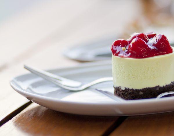Mini cheesecake s kupinama i jagodama