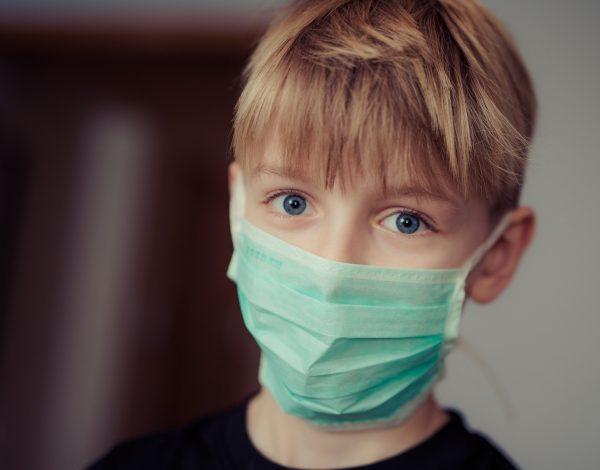 SZO: Sva djeca starija od 11 godina trebalo bi da nose maske, čak i u školi!