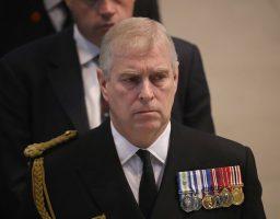 Sa kraljevskih dvora: Princ Andrew opsjednut crvenokosim djevojkama