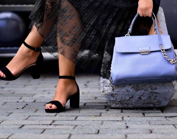 Da li ste znali: Način držanja torbice može puno reći o vama