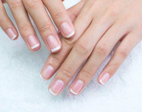 Korisni savjeti kako da povratite bjelinu svojim noktima
