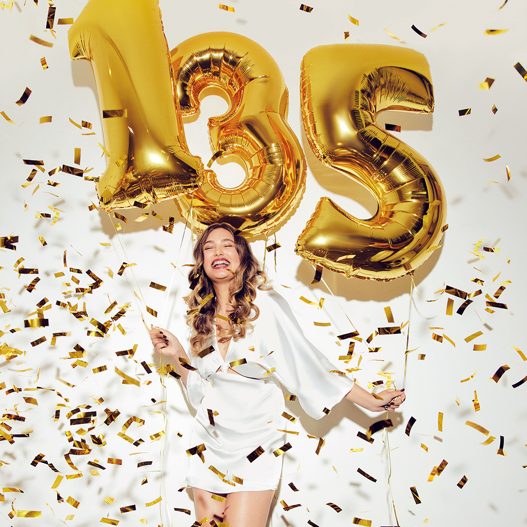 Avon slavi 135 godina